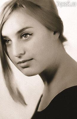 Была я смешной девочкой, приехала в Москву из провинции и поступила в Школу-студию МХАТ. Любовь Омельченко