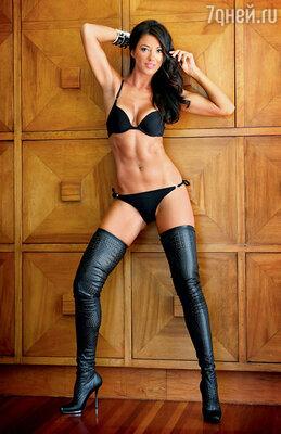 В последнее время в голливудском особняке актера видят его новую подругу— хорватскую модель Монику Якишич