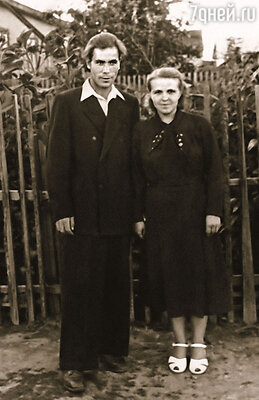 Родители Александр Максимович и Наталья Николаевна Фетисовы