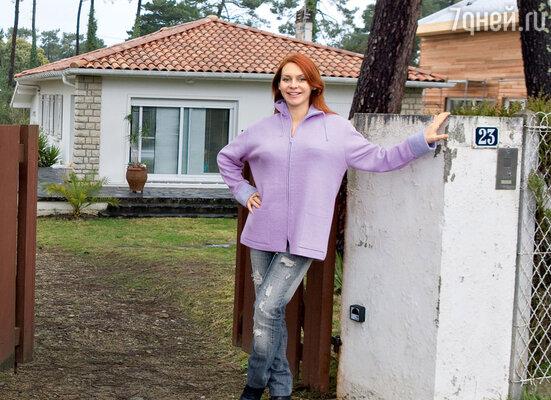На память об этом скромном с виду доме в Биаррице Марине Анисиной осталось... около миллиона евро