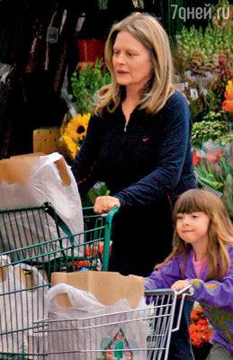 Беверли Д'Анджело побила все рекорды — дочка Оливия появилась на свет, когда маме уже было 49 лет. 2006 г.