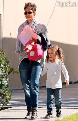 Хэлли Берри: «Когда я родила Налу, у меня появилось столько энергии, что я ощутила себя Суперженщиной!» 2013 г.