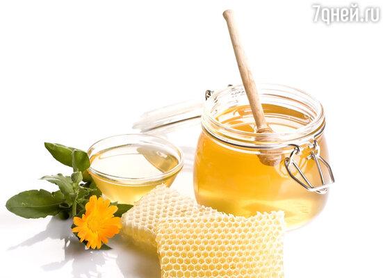 Мед очень калорийный. Необходимо сократить его количество или вовсе заменить на экстракт из листьев травы стевии, который является непревзойденным натуральным сахарозаменителем