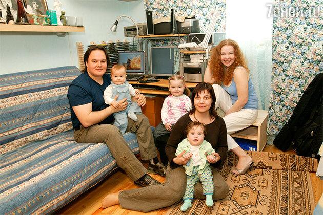 Татьяна Абрамова с мужем, сыном, сестрой и племянницами
