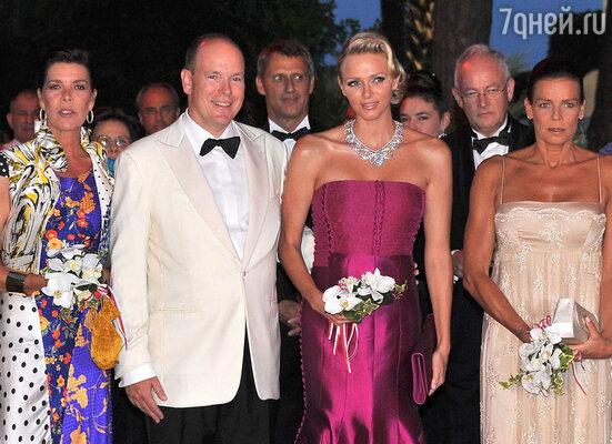 Дети князя Ренье всегда доставляли отцу одни неприятности. (На фото: принцесса Каролина, князь Альбер II, княгиня Шарлин,  принцесса Стефания)
