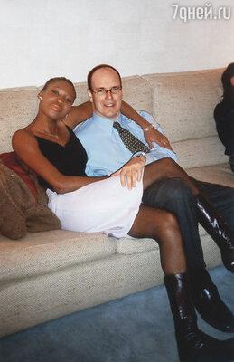В пяти километрах от Монако, в тихой французской деревне в купленном Альбером доме жила Николь Кост,  его подруга-негритянка. Это была любовь с первого взгляда...
