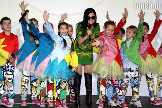 Диана Гурцкая на презентации альбома «Новые песни для мальчиков и девочек, пап и мам»