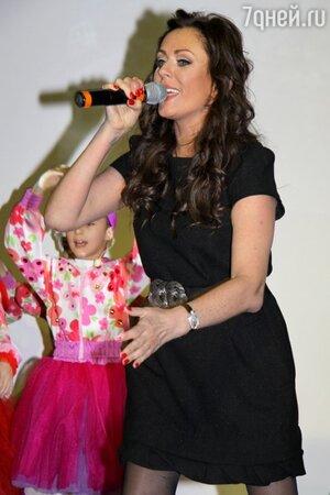 Юлия Началова на презентации альбома «Новые песни для мальчиков и девочек, пап и мам»
