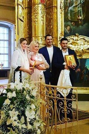 Стас и Юлия Костюшкины с сыном Мироном