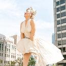 Восьмиметровая скульптура «Мэрилин навсегда» в Чикаго
