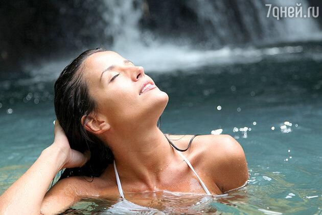 Ощущать воду восхитительно. Встаньте рядом с водопадом, и вы почувствуете вибрацию