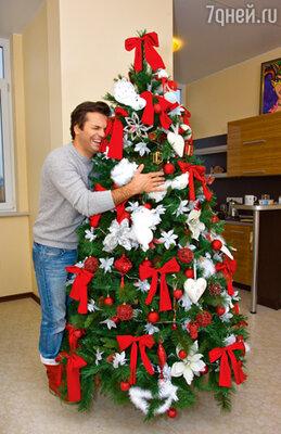 «Зачастую желание у меня в новогоднюю ночь одно— лечь в уголок и заснуть сном младенца. Но я не могу лишить своего ребенка веселья, новогодней сказки»