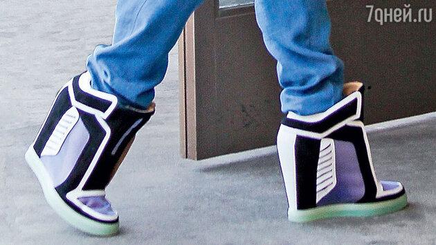 Кроссовки Гвен Стефани на платформе, скрытой в подошвах