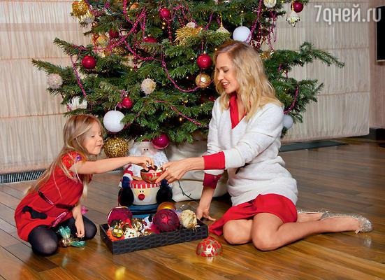 Лида — дочка певицы Глюк'оZы — просит у Деда Мороза пять живых кроликов