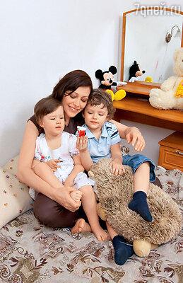 Екатерина Волкова ссыном Богданом и дочкой Александрой