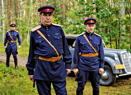 Сергей Гармаш сыграл следователя, который пытается разобраться в запутанной истории с подменой документов