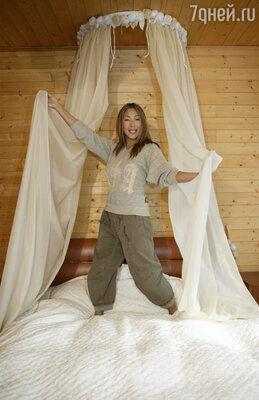 «Занавеси, драпировки, тюль и шторы — обязательные элементы домашнего уюта», — считает Анита