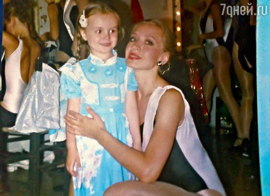 С мамой Екатериной Владимировной, артисткой балета. Греция, 1991 г.