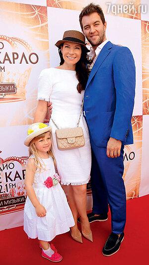 Екатерина Волкова с мужем Андреем Карповым и дочкой Елизаветой
