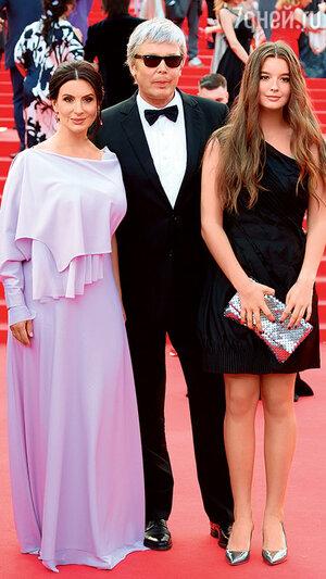 Екатерина и Александр Стриженовы с дочкой Александрой
