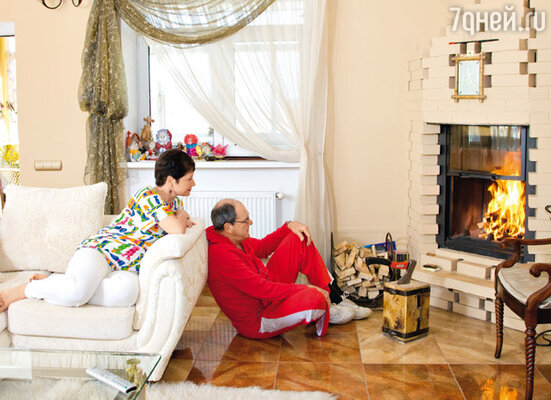 Эммануил Виторган сам спроектировал камины для своего жилища (с женой Ириной)