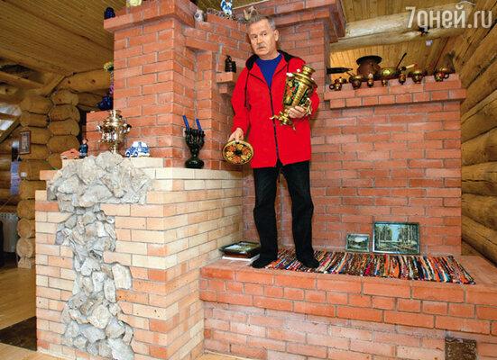Камин-печь Сергея Никоненко можно использовать и как теплую лежанку