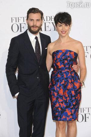 Джейми Дорнан с женой
