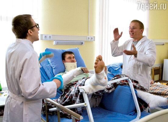 В гневе доктор Быков страшнее любого криминального авторитета. Иван Охлобыстин и Дмитрий Шаракоис в сериале «Интерны»