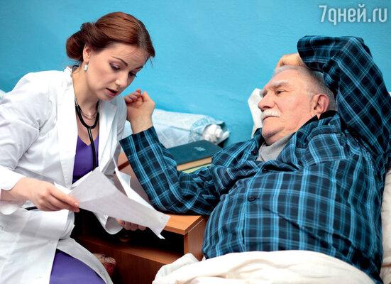 Для Ольги Будиной доктора были вроде неопознанных летающих объектов. Но с тех пор, как она стала играть врачей, пришлось вникнуть в их жизнь до мелочей. С Арменом Джигарханяном в сериале «Земский доктор. Продолжение»