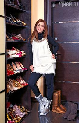 Сапожки из овчины — любимая обувь Жасмин. У певицы их целая коллекция
