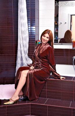 Домашние халаты — еще один фетиш певицы. Она признает только роскошные экземпляры