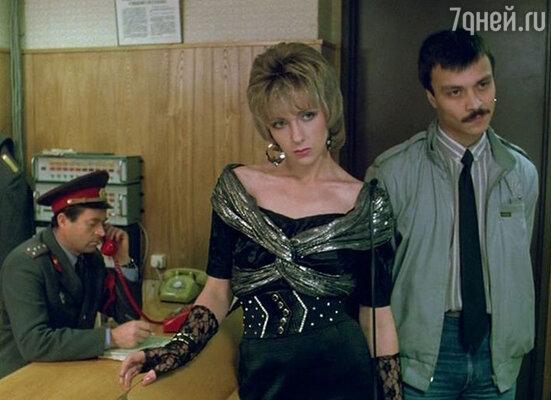 После экскурсии на угол гостиницы «Националь» Петр признал, что худенькая Лена Яковлева подходит на роль валютной проститутки в «Интердевочку».