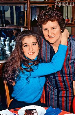 С матерью на своем 16-летии. Монреаль, 1984 г.