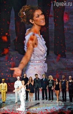 Шоу Селин Дион в Лас-Вегасе в течение почти пяти лет собирало ежедневно больше четырех тысяч зрителей. Последнее выступление певицы в специально построенном для нее концертном зале. Декабрь 2007 г.