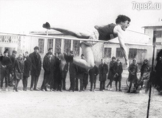 Владимир Хотиненко — чемпион Казахстана по прыжкам в высоту. Павлодар. 1968 г.