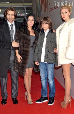 Анастасия Заворотнюк с мужем Петром Чернышевым, сыном Майки и дочерью Анной