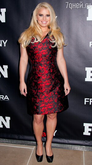 Джессика Симпсон (Jessica Simpson) в платье  Carolina Herrera