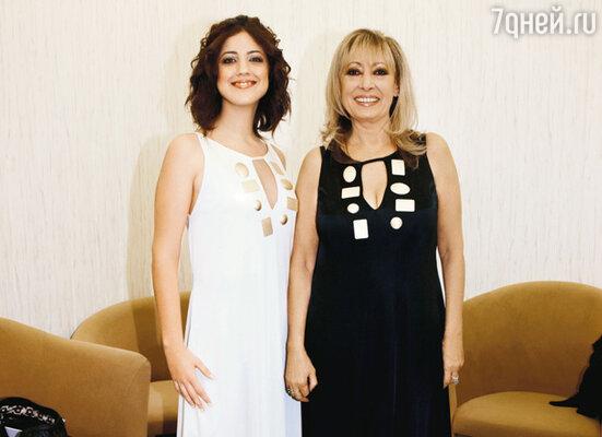 Участница дуэта «Baccara» Мария Мендиола привезла в Москву племянницу Лауру