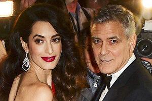 Амаль Клуни эффектно продемонстрировала округлившийся живот