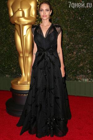 Анджелина Джоли на вручении премии Oscar 2013 год