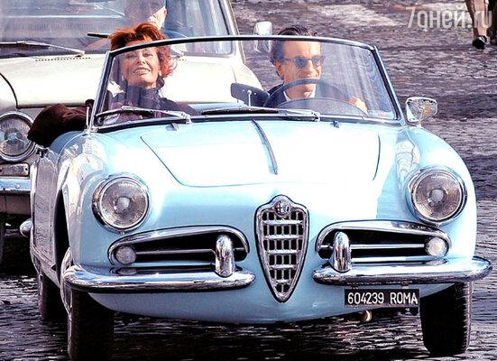 Софи Лорен и Дэниел Дэй-Льюис на прогулке по Риму (рабочий момент съемок)