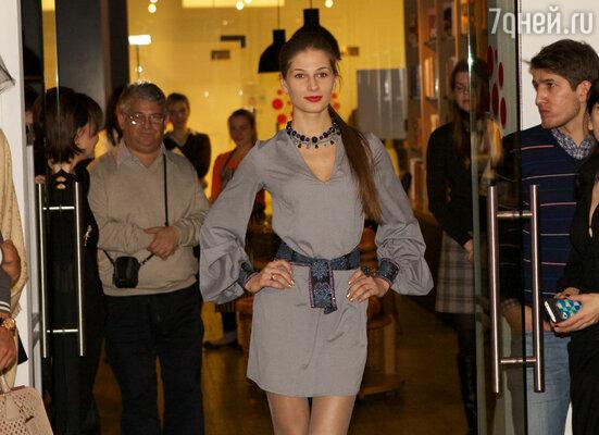 Пока томился плов, дизайнеры Юлия Журавель и Николай Кывыржик устроили импровизированный модный показ для гостей