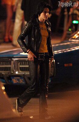 Строптивница идеально подходила на роли проблемных девочек. Кристен в фильме The Runaways, 2010 г.