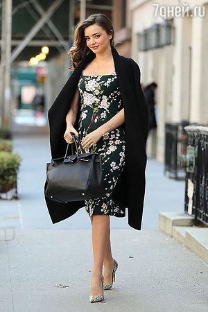 Миранда Керр в платье Dolce&Gabbana