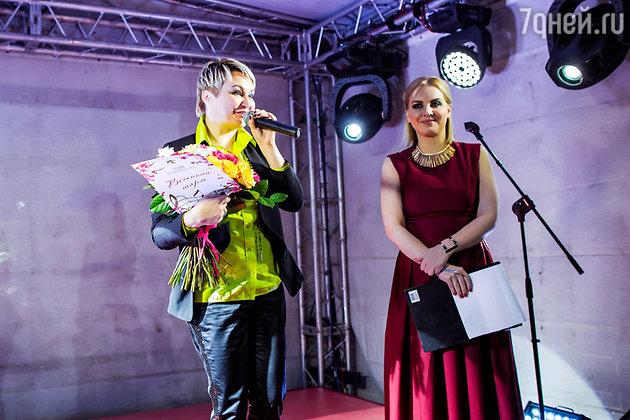 Ведущая Марина Губина и Катя Лель