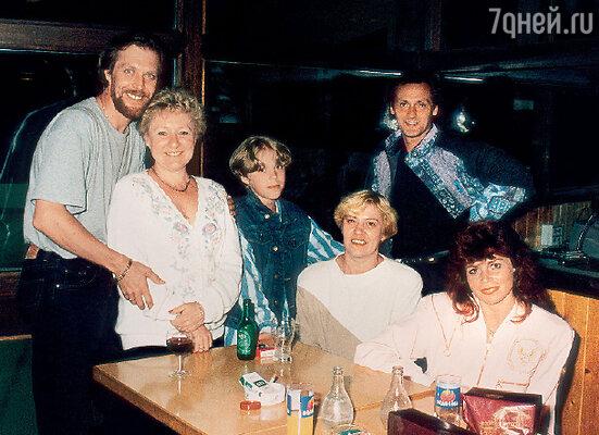 Андрей с хореографом Натальей Ульяновой, сыном Андреем, женой Ольгой, Натальей Бестемьяновой и Игорем Бобриным