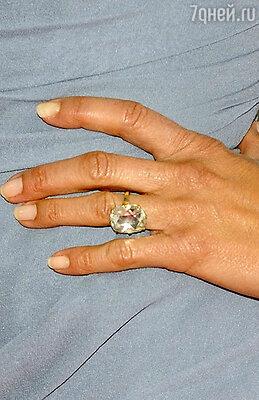Помолвочное кольцо обошлось Джастину в 300 тысяч долларов