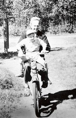 Иннокентий Смоктуновский с сыном Филиппом.1963 г.