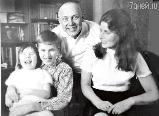 «Ради роли папа был способен навсе, даже побриться наголо».1969 г.