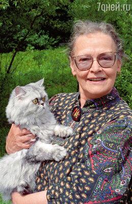 Когда умер Гайдай, у меня было 60 картин, а сегодня уже 86! И все это благодаря Лене: люди, которые любят и уважают моего мужа, приглашают меня сниматься